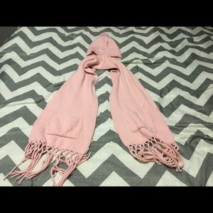 Women's pink matching hat and scarf!
